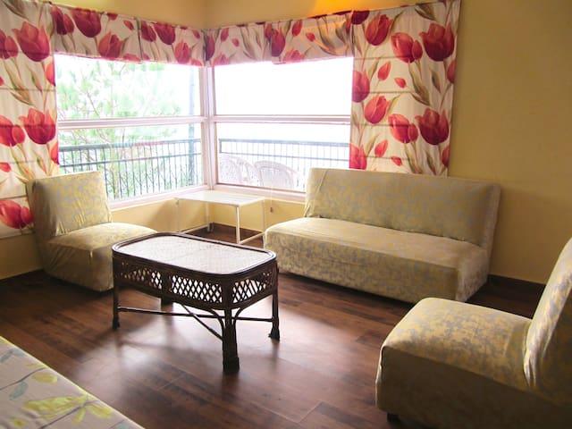 The Mystic Pines - 3 Bedroom Private Cottage - Kasauli - Villa