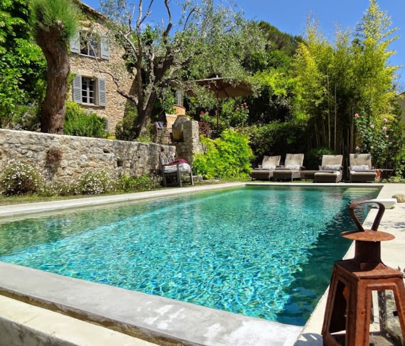 Refreshing basin style pool