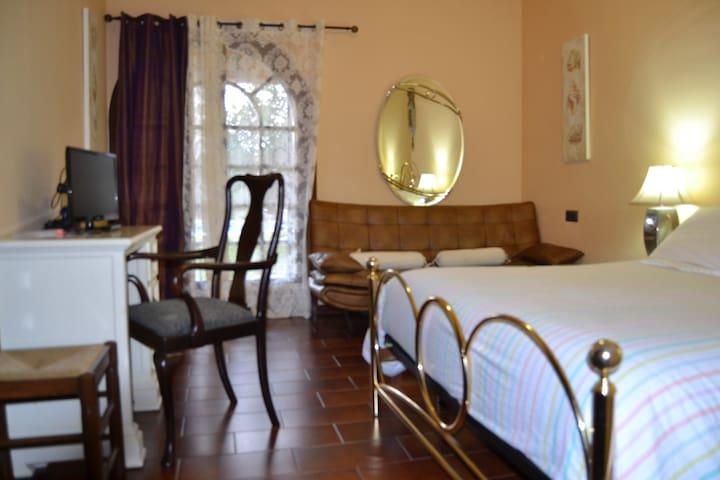 Hab. doble con baño privado, wifi, parking y tv. B - Mijas - Bed & Breakfast