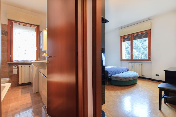 Cozy & large apartment near station - Legnano - Apartamento