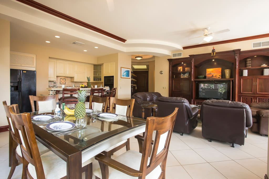 Dining and living area with large flat screen for all your favorite sports and movies.