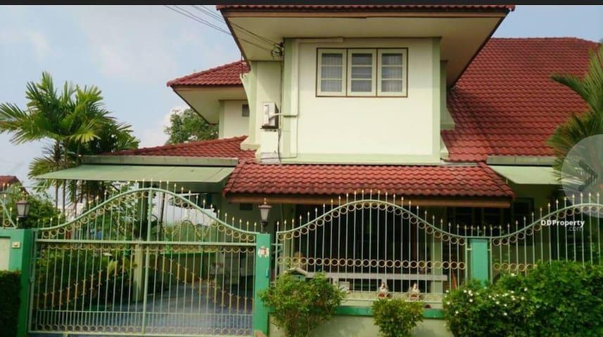 Yao's Private Suchada Beach House Rayong Thailand