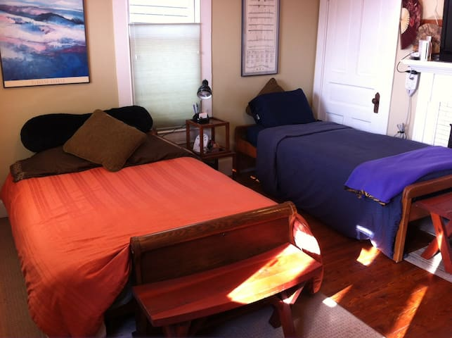 Private Room - 2 Beds in Downtown - Lexington - House