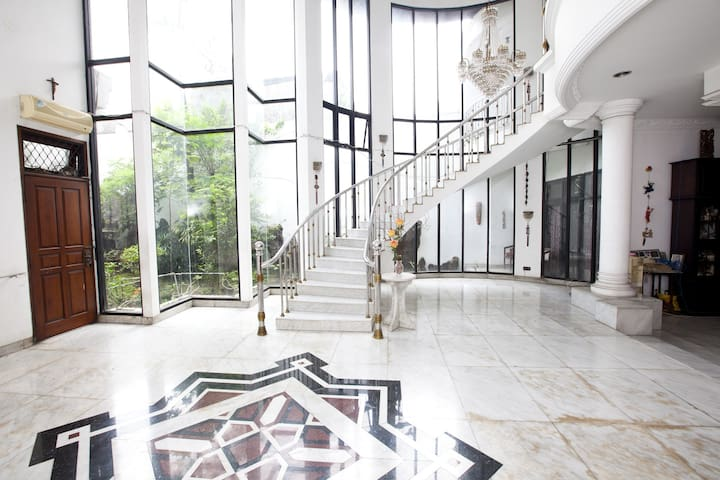 Rooms in a Massive House - West Jakarta - House