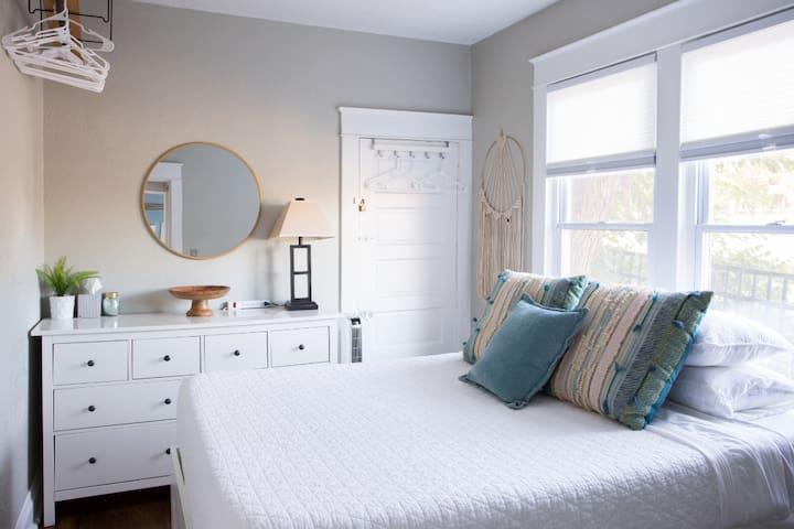Queen memory foam | Adjust the blinds to block the light