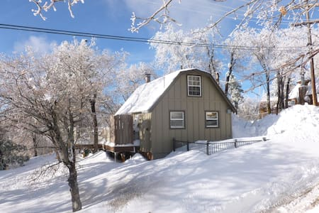 Sweetfeather Cottage on Forest edge - Green Valley Lake - Cottage
