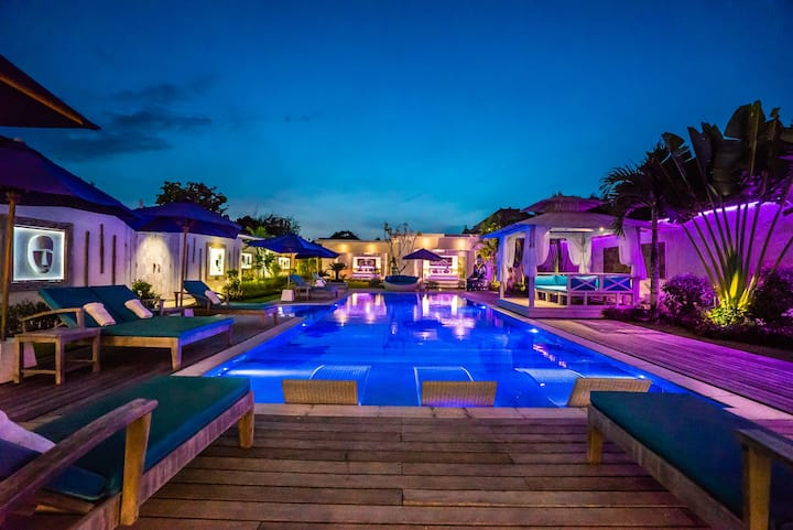 A HUGE PRIVATE 17M POOL ONLY FOR YOU