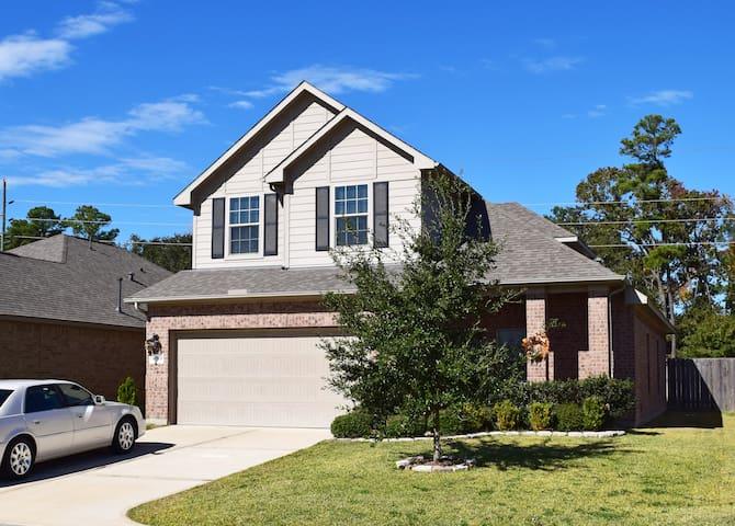 Spacious two story home near IAH - Humble - House