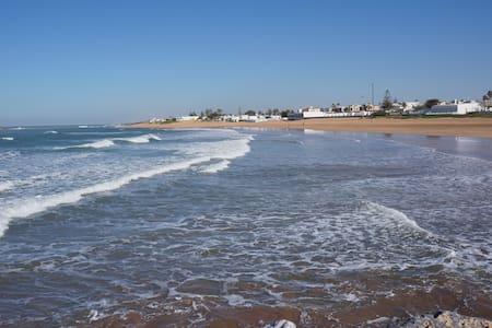 Plage piscine et soleil à Rabat'' HARHOURA''