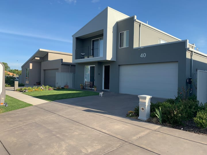Accommodation in Central Wagga Wagga.