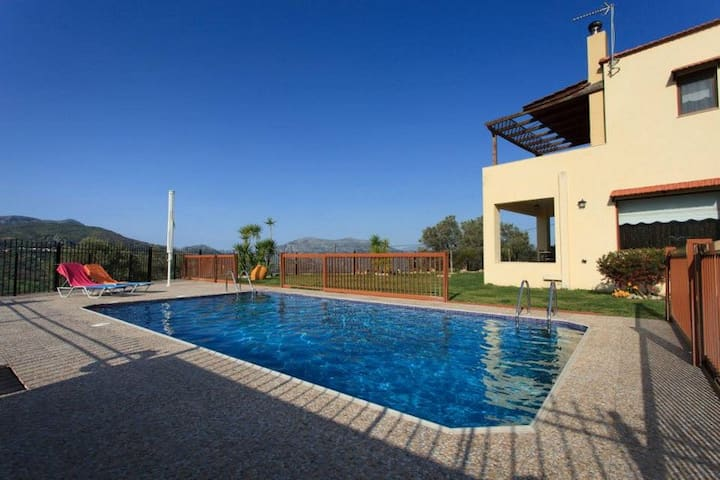 Away From It All, Pool Villa Louloudis - Spili - Vila