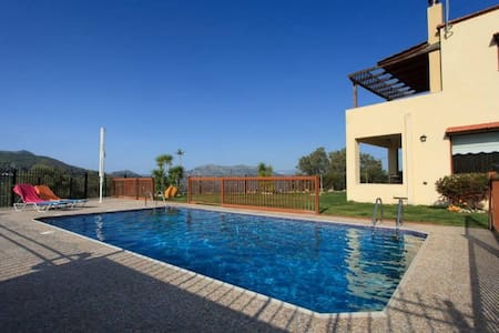 Away From It All, Pool Villa Louloudis - Spili - Huvila