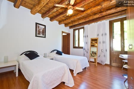Benemax Multisport Italia.  Room 1 - Campolongo sul Brenta - Bed & Breakfast