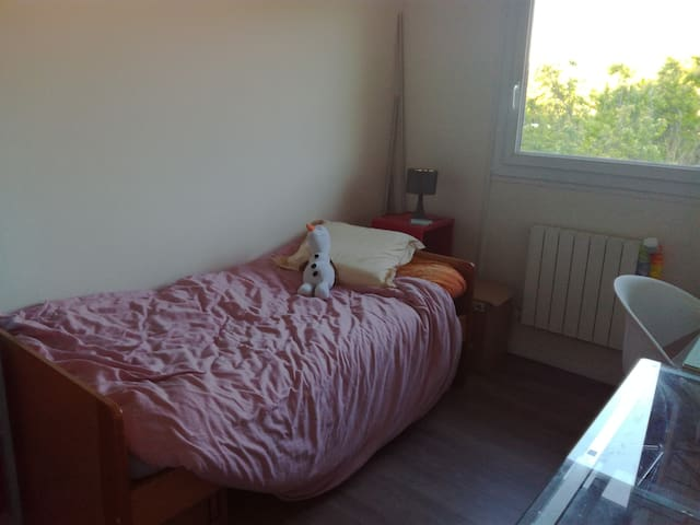 chambre à proximité d'Aix en Provence - Cabriès - บ้าน
