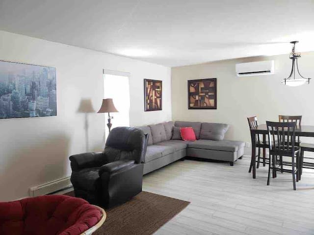 #6 Downtown Private 2 Bedroom Free Parking