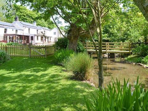 Bannsvale Farmhouse - Quiet valley setting