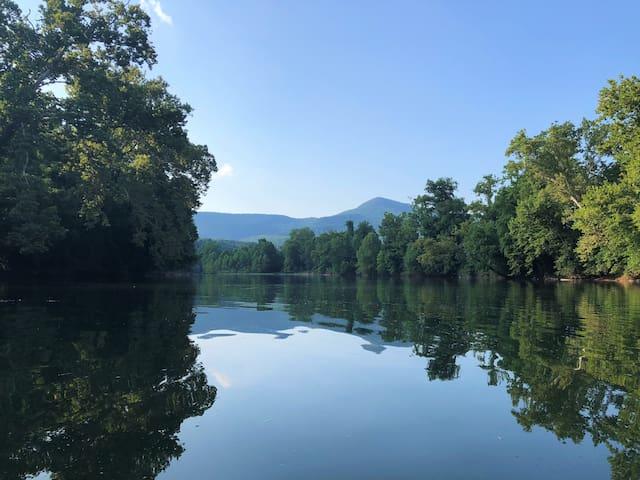 Riverfront, Kayaks, Campfires & Trail (DB)