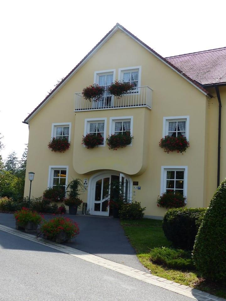 Golf-Appartement-Sonnenblick (Bad Neualbenreuth), Golf Appartement-Sonnenblick direkt am Golfplatz gelegen