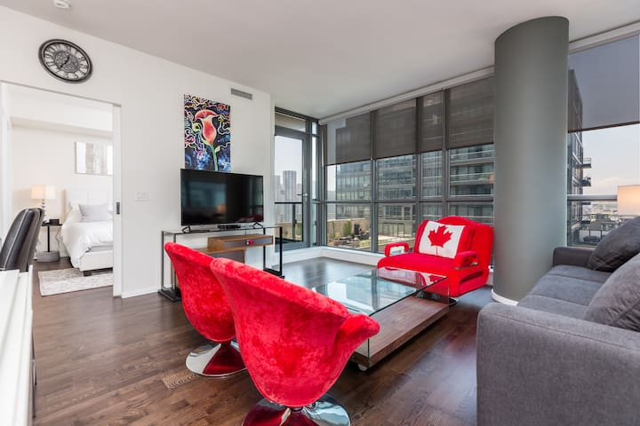 King / Spadina 2 BR + 2 Bath + Parking + Balcony