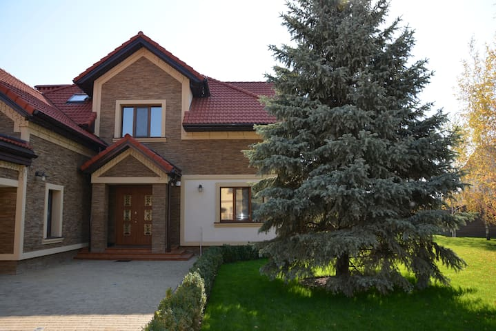 Exclusive villa of 320 m2  - Kiev - Huis