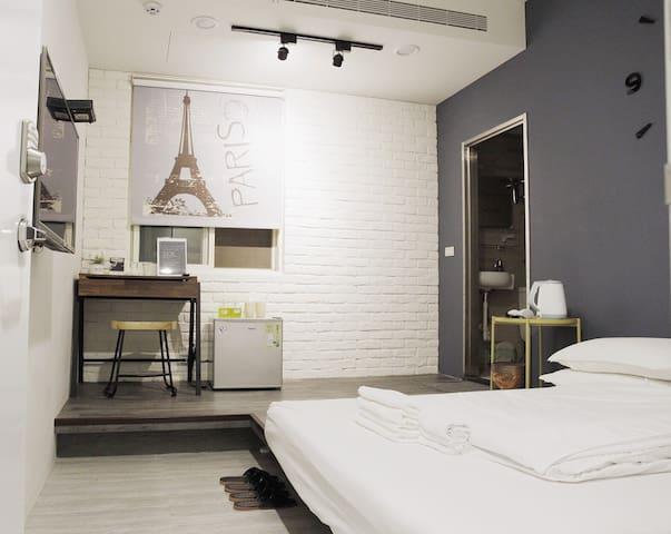 淡水雙人房 { Vltava } 。絕美設計公寓。24小時自助式入住