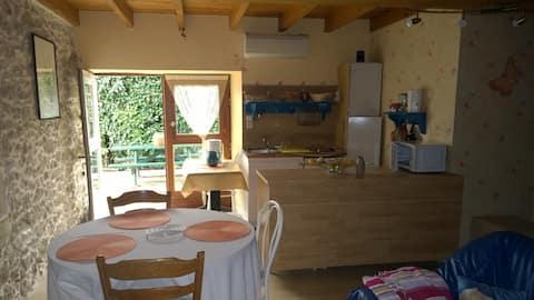 Studio dans une belle maison de campagne
