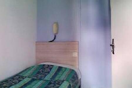 Chambre avec salle de douche - 盧爾德(Lourdes)