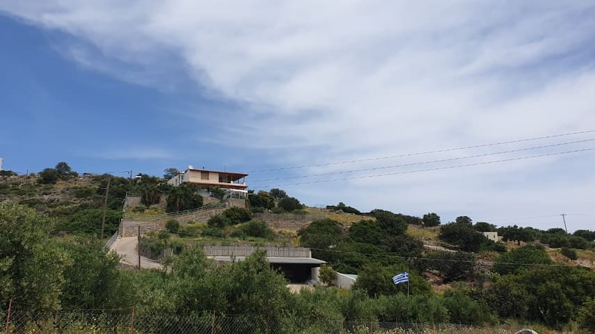 House on the hill - Archos Place