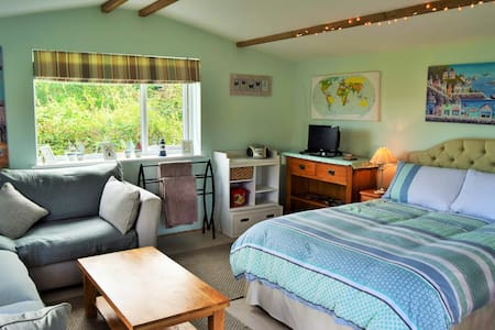 Escape to the Cornish countryside Garden Den - Trewoon