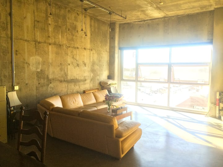 Modern Loft in DTLA Art's District