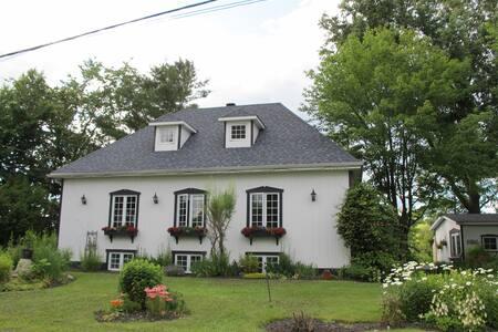 Maison de campagne attrayante - Prévost - Haus