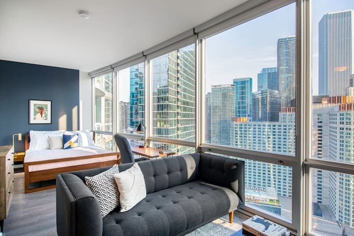 Lux Streeterville Studio w/ Gym, Pool, W/D near Mag Mile, by Blueground
