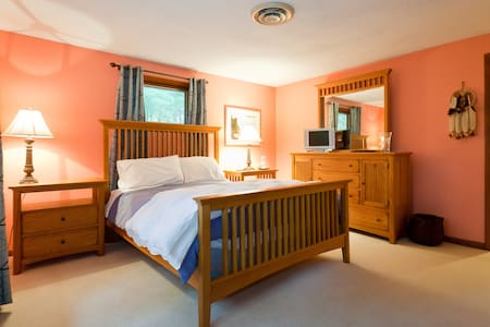 Two Bed, Two Room Suite w/ Treetop Views - Manchester - Bed & Breakfast