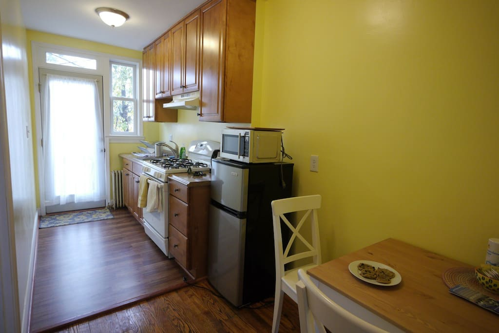 Bright and clean kitchen, everything is all new!
