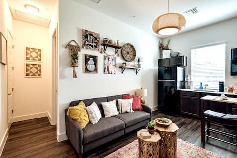 Bohemian Inspired Gem 1 Bedroom Apartment/Studio