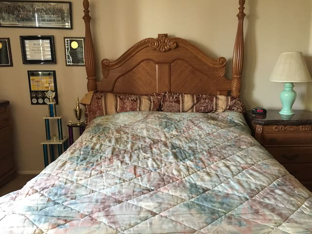 Spacious private bedroom in Lake Forest. - Trabuco Canyon - Rumah