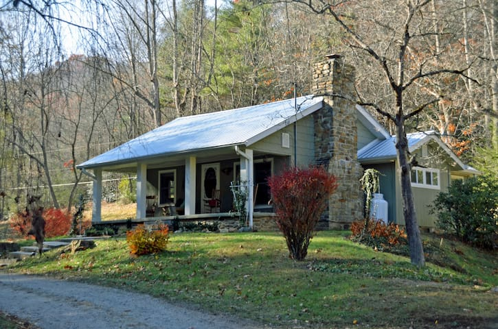 Front porch & bed swing, Pet friendly, Hot Tub
