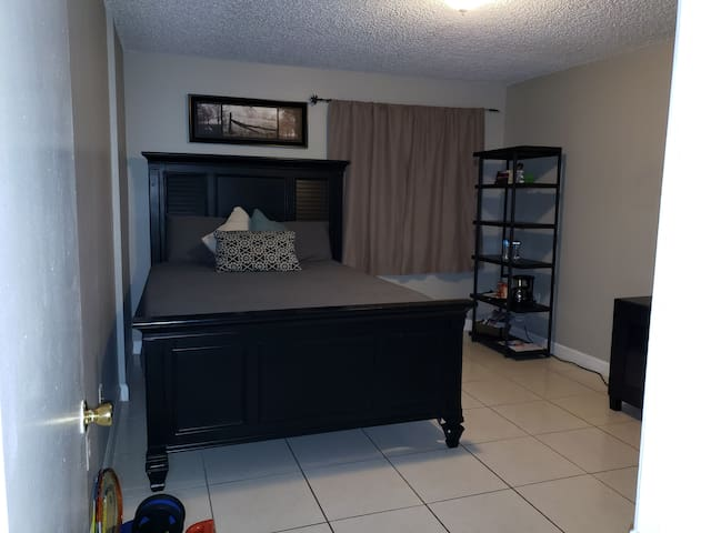 Private 1/1B/ Washer& Dryer/Dolphin mall/ MIA