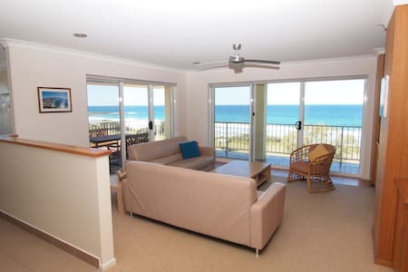 Pippi Beach Penthouse, panorama views  & pool - Yamba