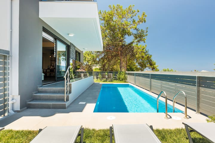 Villa Nisos, walking distance to the beach&shops!