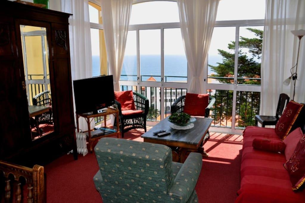 Wohnraum mit Panoramablick auf den Atlantik