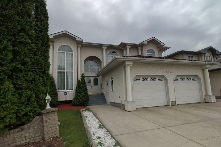 Beautiful two story house North West of Edmonton