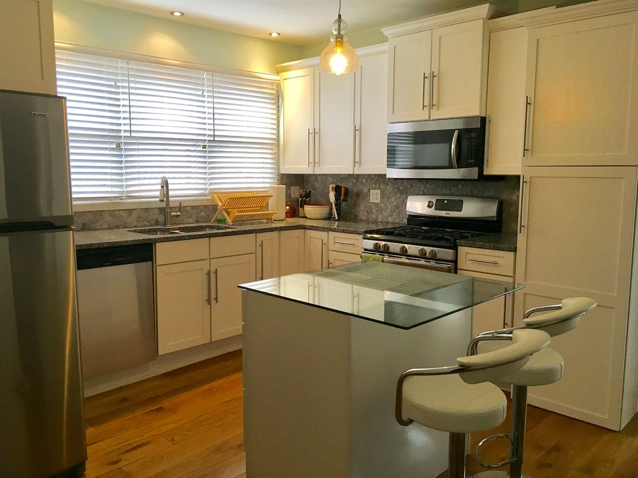 Large bright kitchen. Gas range. Fully equipped. Island with seating.