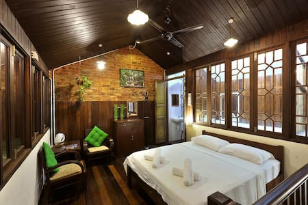 FamilyRoom- Silver Shine Guesthouse - George Town