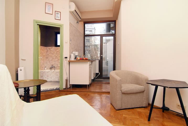 Sunny Studio -- University Square - Boekarest - Appartement