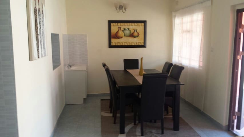 Fully Furnished  Apt Near Airport - Lusaka - Daire