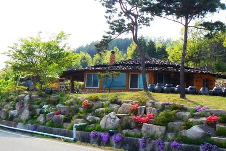 짚풀촌 복조리 - 삼산면 창리 - Casa nella roccia