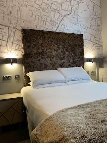 Newly Refurbished Deluxe-Double room-Ensuite