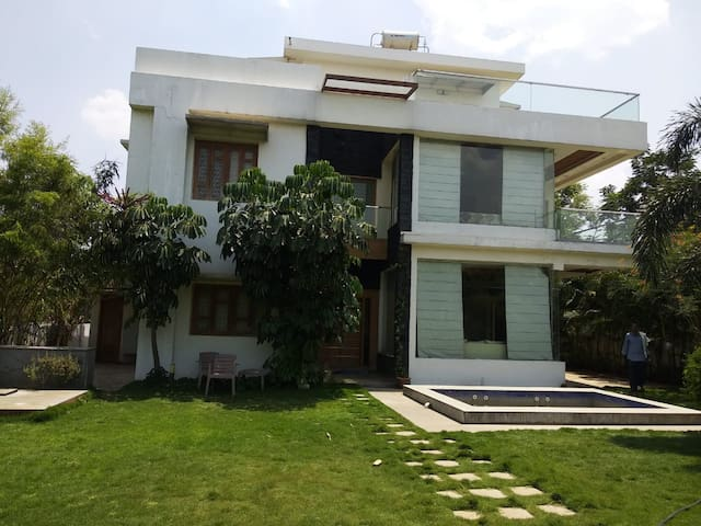 Private Modern Guesthouse near airport