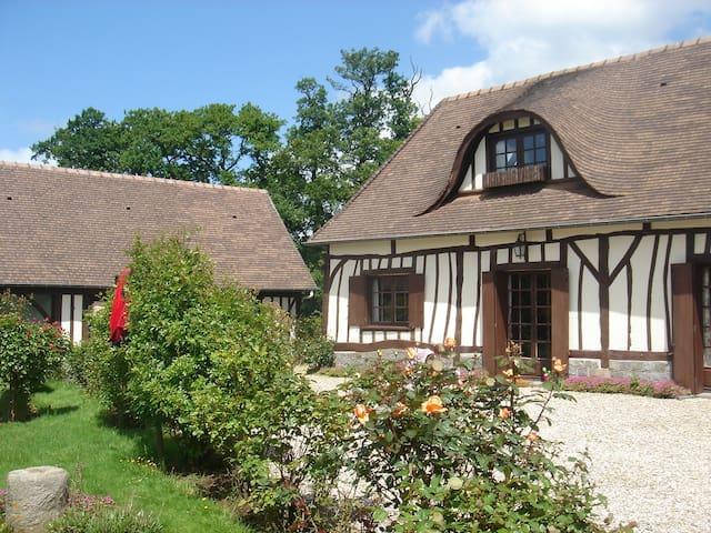 Charmante Chaumière Normande - Berville - Huis